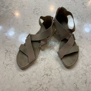 Eurosoft by Sofft tan sandal with zipper
